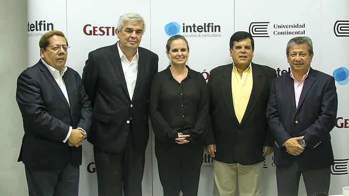 Universidad Continental realizó mesa redonda sobre la agenda post referéndum, junto a diario Gestión e Intelfin