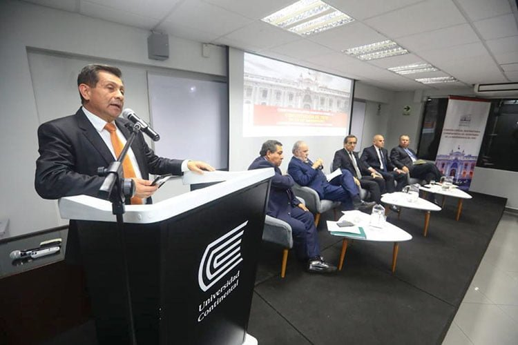 Constitucionalistas debatieron sobre la Constitución de 1979, en la Escuela de Posgrado