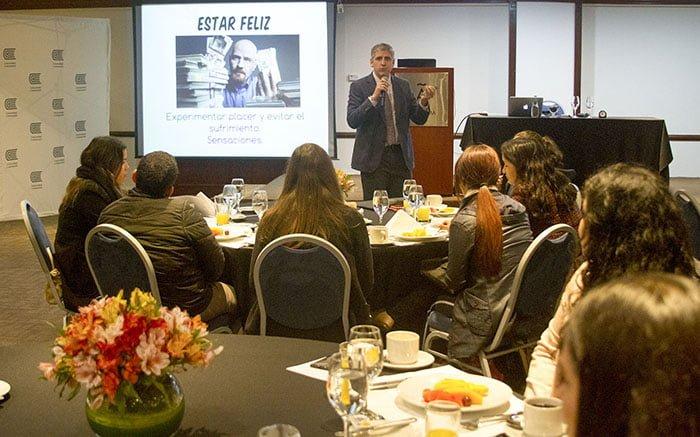 Universidad Continental realizó conferencia magistral sobre la felicidad en el trabajo