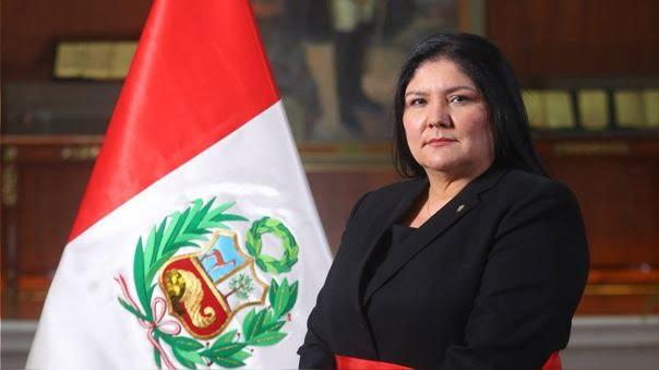 Nuria Esparch, docente de Posgrado UC, se convierte en la primera Ministra de Defensa del Perú